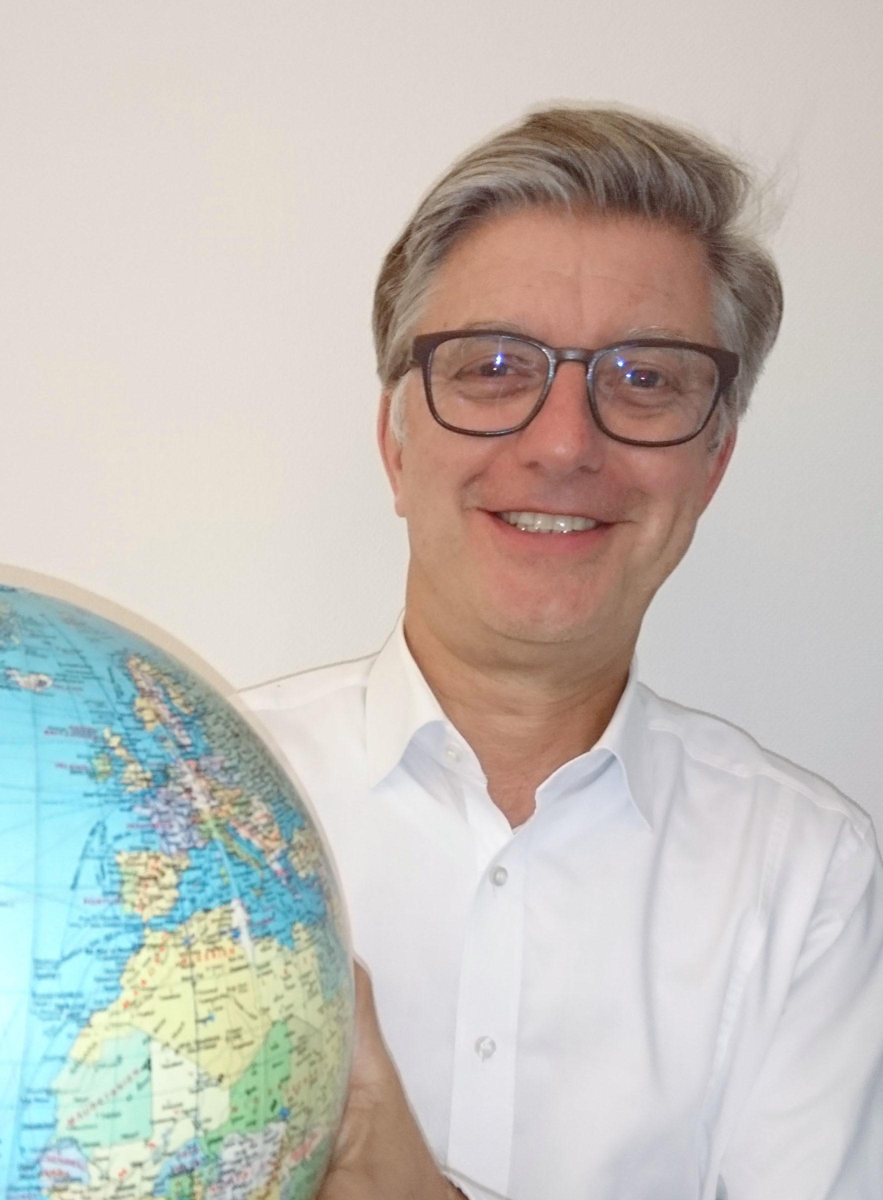 DR. ARMIN GUHL